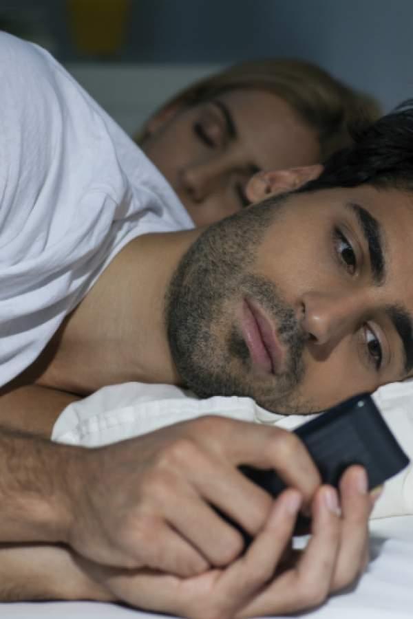 ¡Al dormir, dejá el celular lejos!