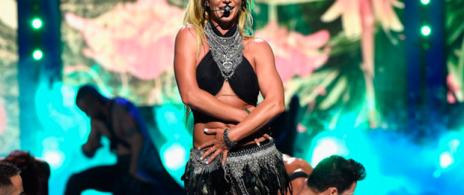 Britney Spears casi 'enseña de más' en pleno show